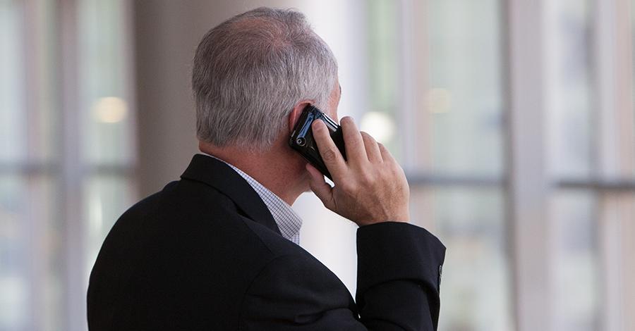 Profesionáli na telefóne k vašim službám (Foto: unsplash.com)